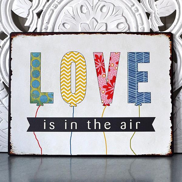 Plåtskylt LOVE is in the air