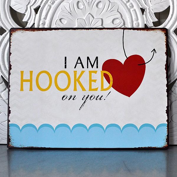 Plåtskylt I am hooked on you