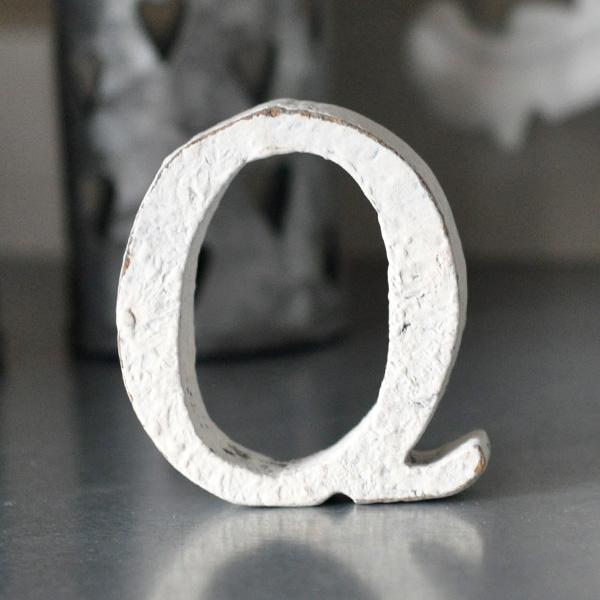 Liten bokstav i trä Q - Vit