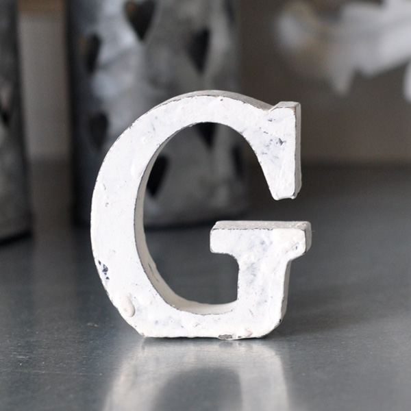 Liten bokstav i trä G - Vit