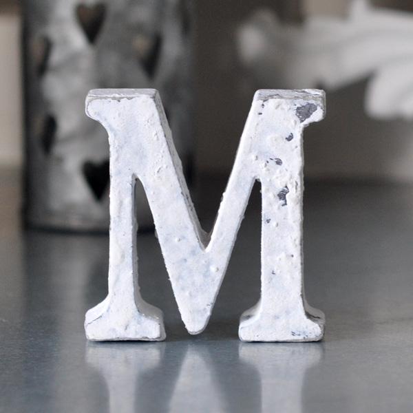 Liten bokstav i trä M - Vit