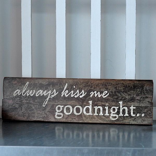 Träskylt Always kiss me goodnight