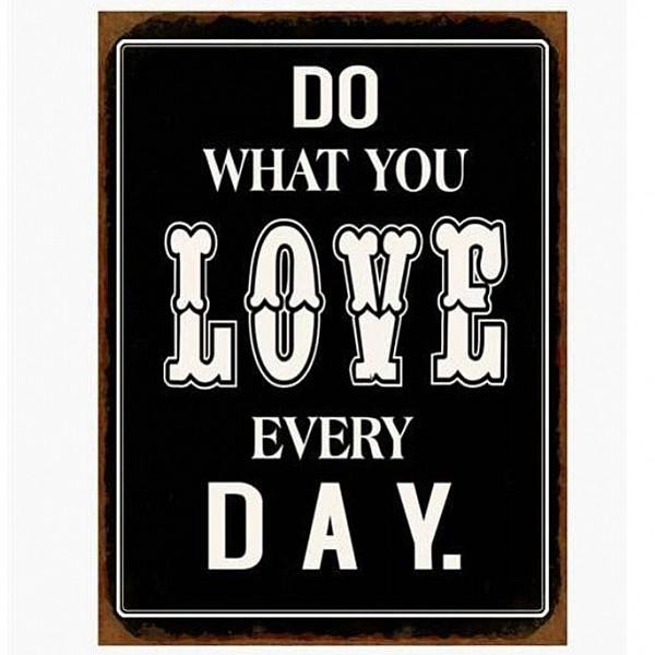 Plåtskylt Do what you love every day