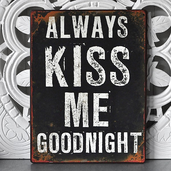 Plåtskylt Always kiss me goodnight
