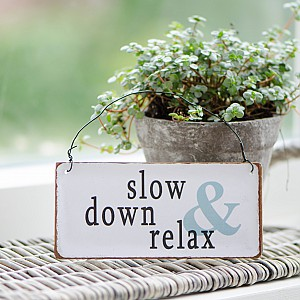 Metallskylt Slow down & relax