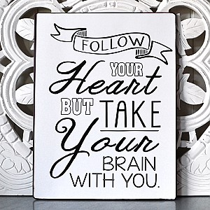 Plåtskylt Follow your heart but take your brain with you - Vit